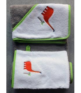 Lot cape de bain et gant brodé