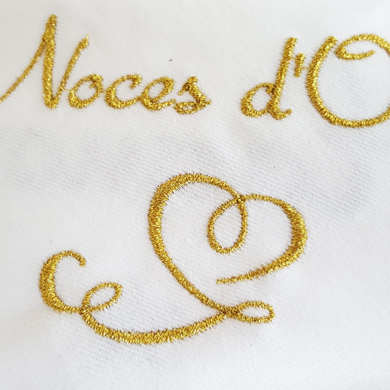 Serviette brod e pour f ter noces d 39 or broderie serviette mariage - Decoration pour 50 ans de mariage ...