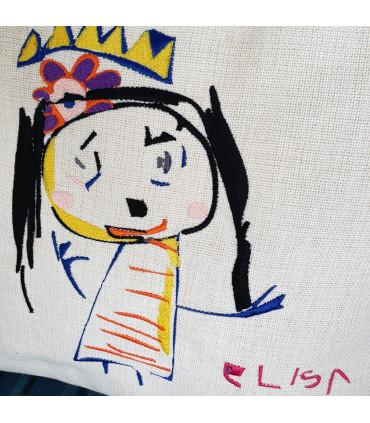 dessin d'enfant brodé sur coussin